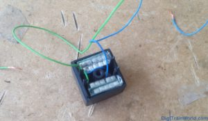 KATO 10704 - Flying Hamburger - DIY 4x470uF capacitors in the inter-car space
